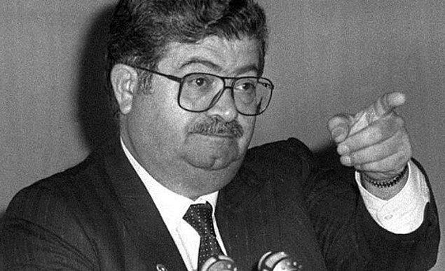 25. Turgut Özal'dan önceki cumhurbaşkanı kimdir?