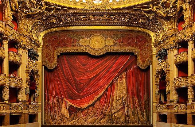 """Gaston Leroux'un meşhur """"Phantom of the Opera"""" yani Operadaki Hayalet'i de ilhamını bu ihtişamlı yerden almış."""