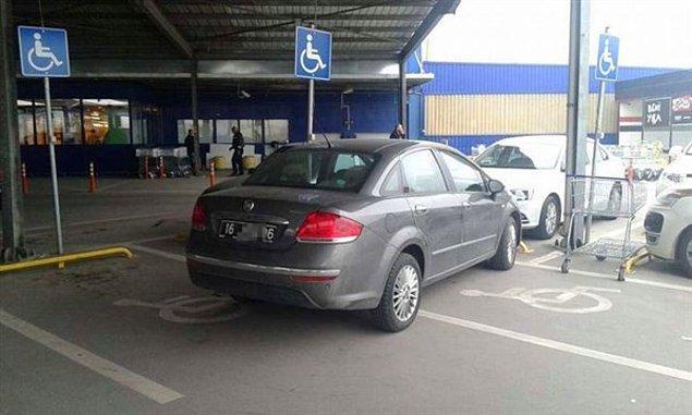 8. Hiçbir şekilde anlam veremeyeceğimiz engelli yerine park etmek,