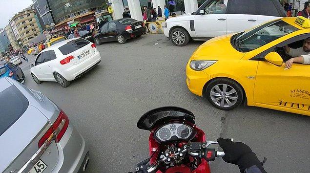 9. Motorlu sürücülere yol vermemek ve sıkıştırmak,