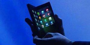 Açılınca Tablet, Kapanınca Telefon! Samsung Katlanabilir Yeni Telefonunu Tanıttı