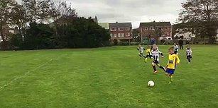 Futbol Maçında Kalecilik Yapan Çocuğunu Topa Doğru İten Baba!