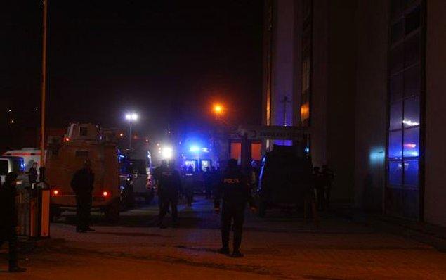 Milli Savunma Bakanlığı olayın ardından yaptığı açıklamada 25 askerin yaralandığını, 7 askerin ise arandığını açıkladı.