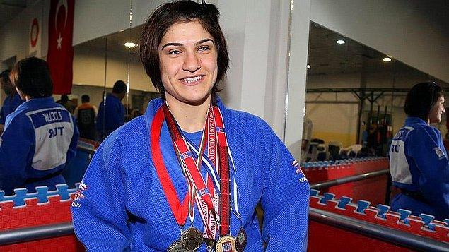 Bizi gururlandıran bir diğer haber ise IBSA Dünya Görme Engelliler Judo Şampiyonası'nda mücadele eden milli sporcu Zeynep Çelik'ten geldi.