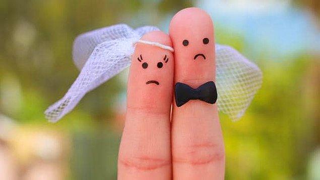 Damadı ve tüm misafirleri şok içinde bırakan gelin, düğün organizasyonunu damadın en yakın arkadaşı ve kendi en yakın arkadaşları ile birlikte terk etti. Bir söylentiye göre hep birlikte felekten bir gece çaldılar.
