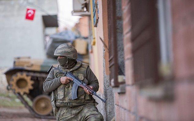 Hakan Akbulut, Nusaybin'deki Hendek Operasyonları sırasında ağır yaralandı ve 'görev yapamaz' raporu aldı