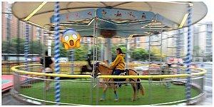 Çin'de Bir Alışveriş Merkezi Atlıkarıncada Gerçek Atları Kullanınca Eleştiri Yağmuruna Tutuldu!