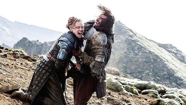 8. Tarthlı Brienne rolünü canlandıran Gwendoline Christie, hayatında onu en çok zorlayan sahnenin, Tazı ile arasındaki kılıç savaşı olduğunu söylüyor.