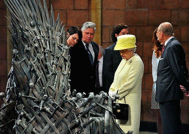 28. 2014 yılında, Kraliçe Elizabeth ve Prens Philip, Kuzey İrlanda'ya yaptıkları seyahatin bir parçası olarak Game of Thrones setini ziyaret ettiler.