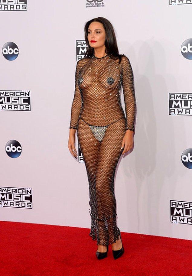 2014 yılında gerçekleşen Amerikan Müzik Ödülleri Töreni`nde giydiği transparan kıyafetiyle olay yaratan Bleona Qereti de Alican Ulusoy'un eski sevgilileri arasında.