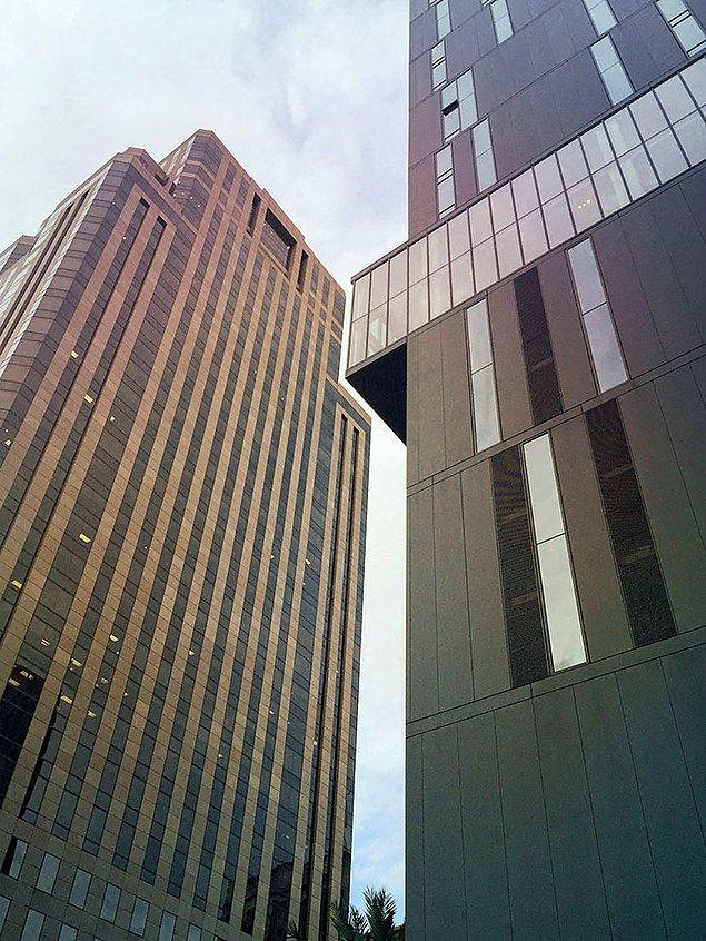 """35. """"New Orleans'ın merkezindeki bu iki bina."""""""