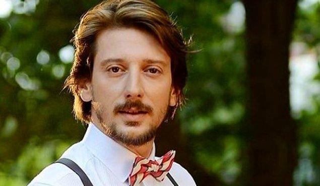 1. Engin Hepileri, lise yıllarında başlayan tiyatro aşkını İstanbul Üniversitesi Devlet Konservatuvarı Tiyatro Bölümü'yle taçlandırdı.