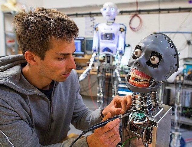 Ayrıca insanlara atfedilen yaratıcı üretimde artık makinelerin de söz sahibi olacağı düşüncesi de bu haberin beraberinde geldi.