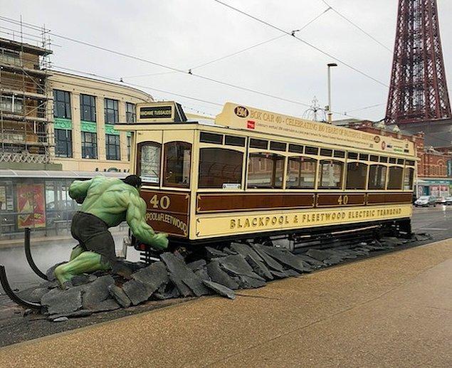 19. Bu reklamda Hulk bir tramvayı durduruyor...