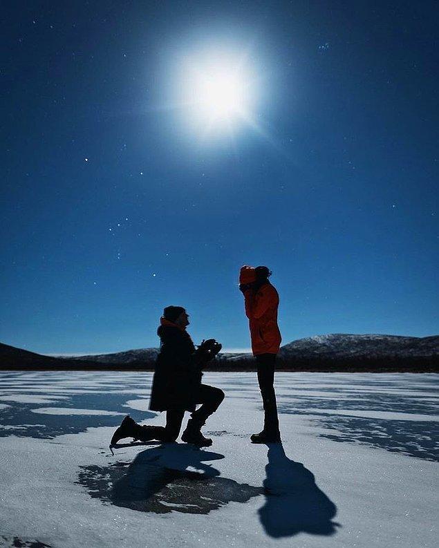 """""""Yakında üçüncü de olacak. İskandinavya'da, arkamıza dolunayı alıp sıcak çikolatamızla ısınırken donmuş gölün ortasında benim için şenlik ateşi yakacak."""""""