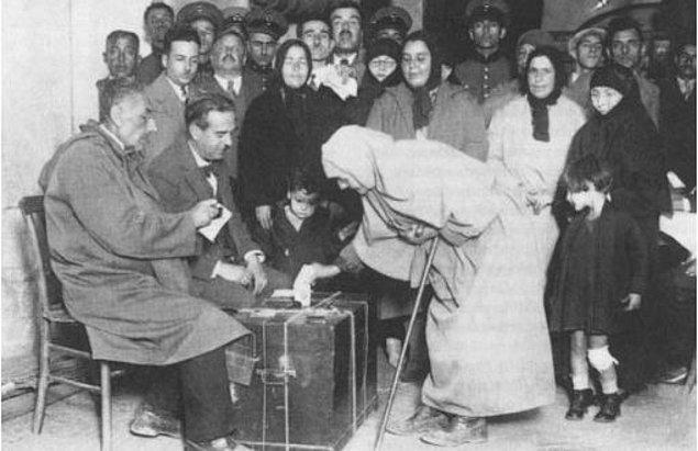 11. Türkiye Cumhuriyeti çok partili hayata devamlı olarak aşağıdaki tarihlerin hangisinde geçmiştir ?