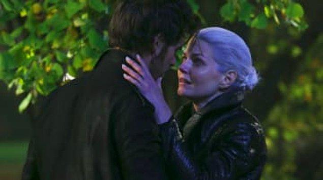 19. ''Once Upon A Time''da, Hook'un Storybrooke için kendini feda etmek zorunda kaldığı sahne.
