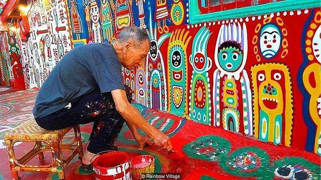 3 milyona yakın nüfusuyla Taichung şehrinde, sabaha karşı saat 4'te bir kişi hariç herkes uyuyor. Uyumayan tek kişi, zifiri karanlıkta tek başına yavaş yavaş hareket eden 96 yaşındaki bir adamın silüeti...