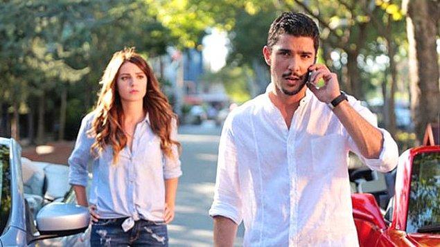 """Bu iki oyuncunun yolu """"Ulan İstanbul"""" dizisinin setinde kesişti. Ardından aşk yaşamaya başlayan çift 3 yıllık ilişkilerini evlilikle taçlandırdı."""