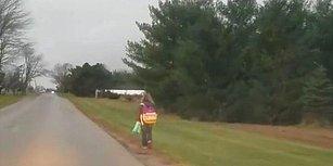 Servisten Atılan 10 Yaşındaki Kızına 8 Kilometre Boyunca Yürüme Cezası Verdi: 'Zorbalık Kabul Edilemez'