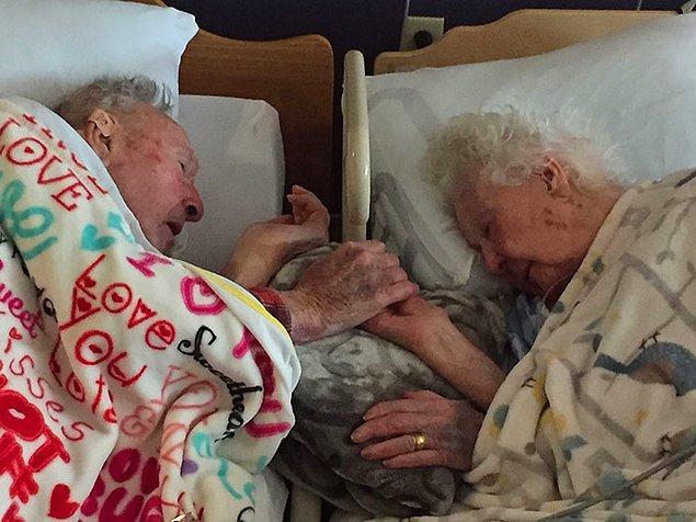 """1. """"96 yaşındaki büyükannem, ölümünden yalnızca birkaç saat önce 100 yaşındaki dedemin yanında. 77 yıllık evlilik..."""""""