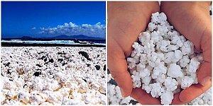 Fenomenlerin Yeni Gözdesi! Taşları Patlamış Mısırlara Benzeyen Bu Sahilin Gerçek Olduğuna İnanamayacaksınız