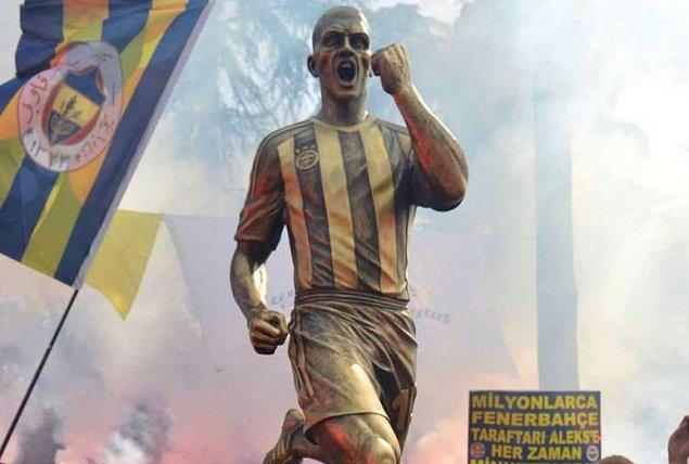 11. Heykeli diktirilen Fenerbahçe taraftarının sevgilisi olan futbolcu kimdir?
