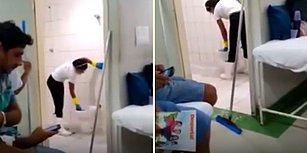 Hastane Tuvaletini Klozetten Aldığı Suyla Temizleyen Temizlik Görevlisi