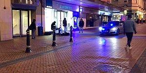 Beatbox Yapan Sokak Müzisyenlerine Sireniyle Eşlik Eden Polis Arabası