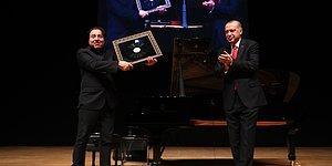 Cumhurbaşkanı Erdoğan, Fazıl Say'ın Konserine Katıldı: Karşılıklı Hediyeler ve Külliye'ye Davet