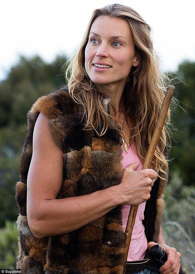 Miriam Lancewood ve eşi Peter son sekiz yıldır Yeni Zelanda'nın el değmemiş doğasında yaşıyor.