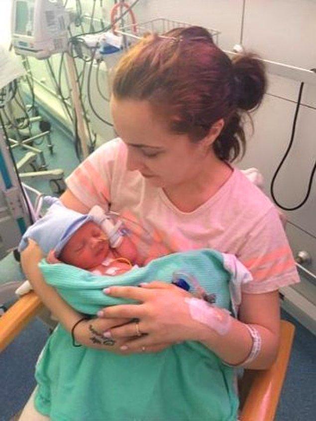 24 yaşındaki Chantelle, küçük bebeğini hamilelik sırasında kaybetti.