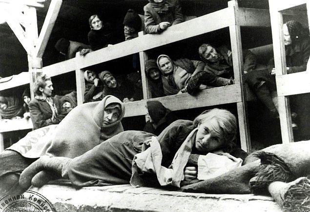 Auschwitz barakalarındaki kadınlar, Ocak 1945.