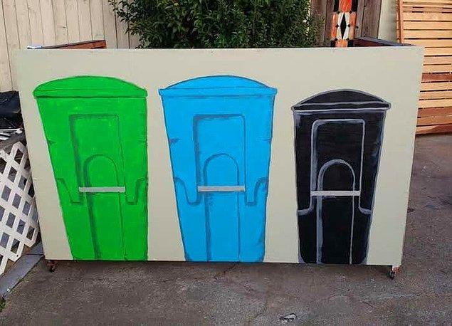 """4. """"Komşularımız çöp kutularımız bir bariyerin arkasında değil diye belediyeye isimsiz şikayette bulunmuşlar. Artık çöp kutularımız bariyerlerin arkasında."""""""