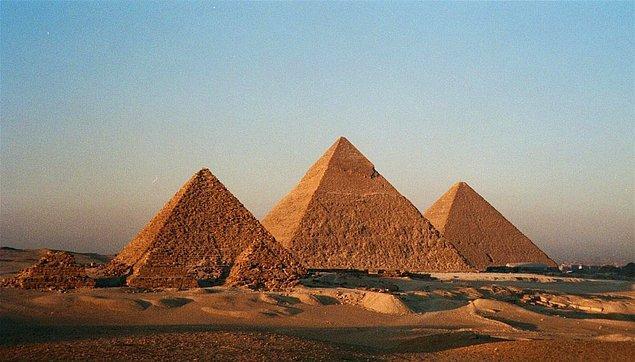 """1. Piramitler o kadar eskidir ki, Kral Tut bile onlardan muhtemelen """"antik"""" diye bahsederdi."""