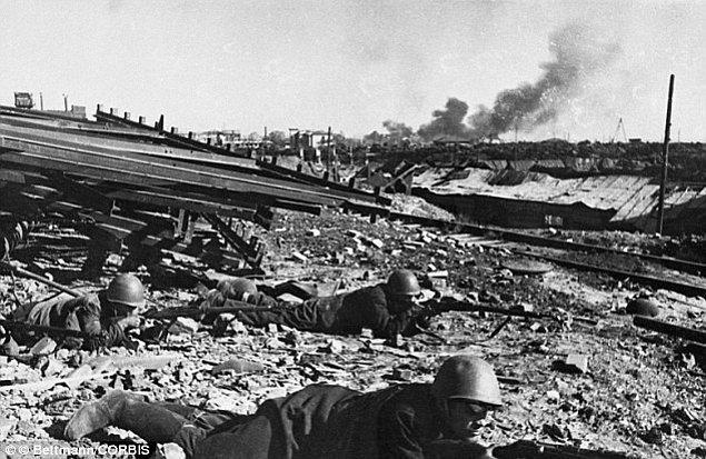 9. Stalingard Muharebesi sırasında bir öğleden sonra, bir tren istasyonu Almanlar ve Sovyetler arasında toplam 14 kez el değiştirmiştir.