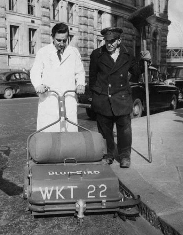 10. Sokak süpürme makinesi (1956)
