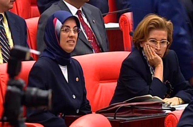 4. Merve Kavakçı, Türkiye Büyük Millet Meclisi'ne türbanı ile katılınca büyük bir infial yaşandı.