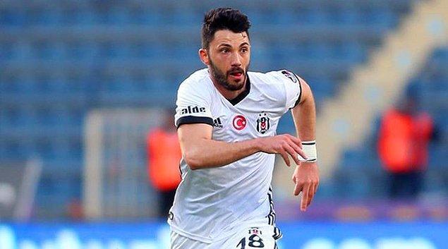 2014-2015 sezonunun devre arasında Beşiktaş'a transfer olan Tolgay, mücadeleci oyunuyla taraftarın sevgisini kazanmıştı.