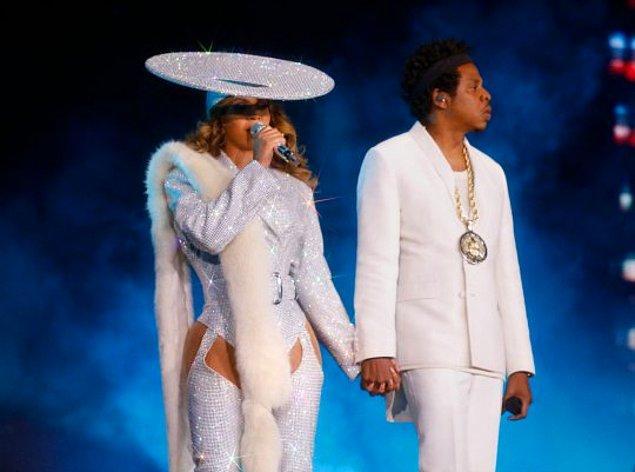 37 yaşındaki Beyonce ve 49 yaşında olan Jay Z'nin, geçtiğimiz yıllarda bitkisel beslenme alışkanlığını edindikleri biliniyor.
