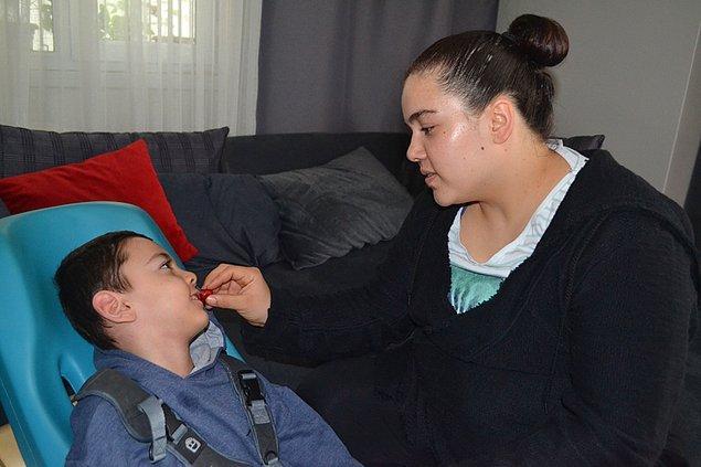 Merve Betül Akay ise, 7 aylıkken epilepsi teşhisi koyulan zihinsel ve bedensel engelli oğlu Miraç için evde yapmış oldukları yemekleri satışa çıkararak çocuklarının sağlığı için verdikleri yaşam mücadelesine devam ediyorlar.