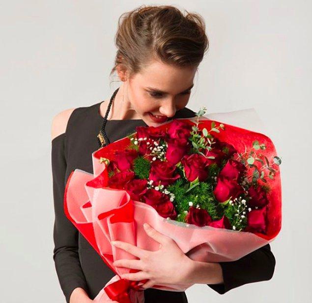 10. Madem Şubat ayının en gül kokan günü geliyor; en büyüğü ve en büyülüsü sizin hediyeniz olsun.