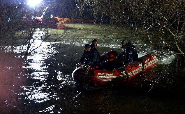 1 Şubat gecesi, Akköy Geçidi olarak bilinen mevkide, aşırı yağış nedeniyle su seviyesi yükselen dereye bir otomobilin sürüklendiği ihbar edildi.