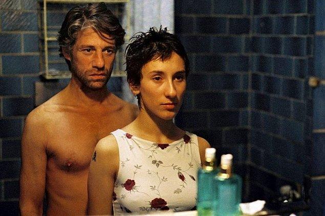 1. Duvara Karşı filminde Fatih Akın'ın 54. Berlin Film Festivali'nde Altın Ayı Ödülü alan filminde Almanya'da yaşayan 40'lı yaşlarındaki Cahit ile genç Sibel'in hikayesine tanık oluruz.