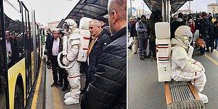 Metrobüs Durağında Astronot Kıyafetli Kişiyi Gören Yurdum İnsanından Muhteşem Tepkiler