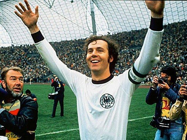 5. Jübile maçında kendi kalesine gol atan tek futbolcu Franz Beckenbauer'dir.