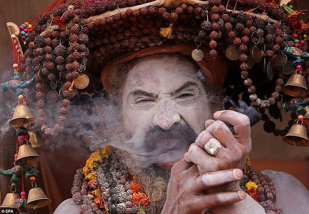 Hindu mitolojisinde kökenleri olan Kumbh Mela, ölümsüzlük nektarından birkaç damlanın festivalin düzenlendiği yerlere düşüşünü konu alıyor.