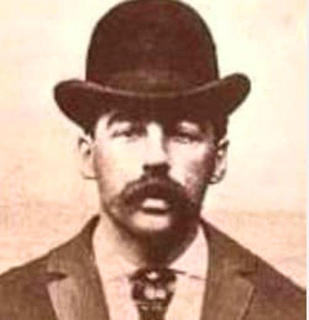"""8. """"İçimde bir şeytanla doğdum. Bir şairin şarkı söylemek için esin kaynağına ihtiyaç duyması kadar gerçekti benim için katil olmak. Bunu değiştiremezdim."""" -H.H.Holmes"""