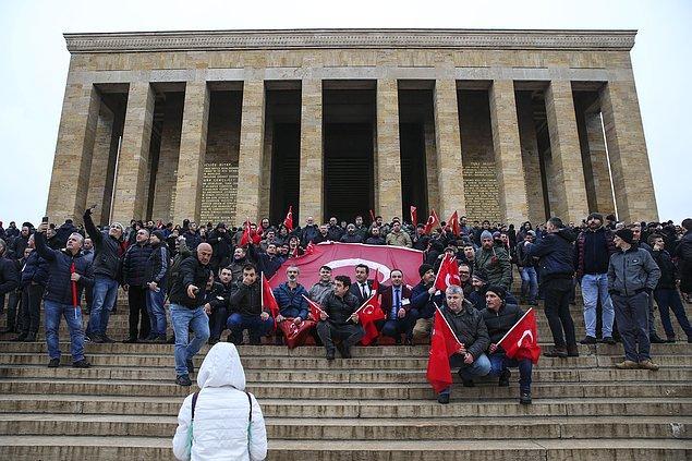 DİSK ve bağlı sendikaları ile Türk-İş'e bağlı Petrol-İş, TES-İş sendikaları da buluşmaya katıldı.