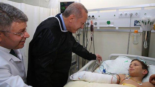 Enkaz altından sağ olarak çıkartılarak hastaneye sevk edilen küçük Tayyip'i Cumhurbaşkanı Erdoğan ve Trabzonsporlular hastanede ziyaret etmiş, bordo mavili ekibin formasını forması hediye etmişlerdi.